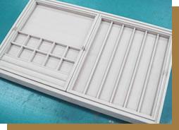 引出しや家具などのサイズに合わせて、ジュエリートレイを製作。